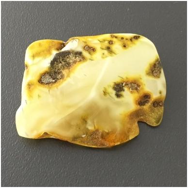 Geltonai baltas gintaro gabaliukas 2
