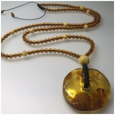 Amber necklace with round pendant