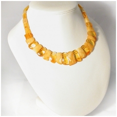 Classical choker from amber