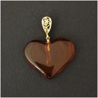Širdelės formos pakabukas iš gintaro